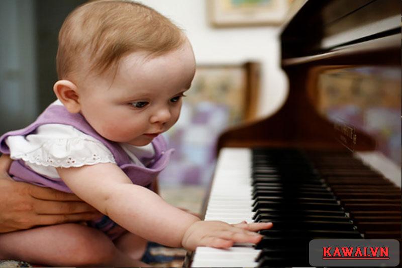 nen-cho-be-hoc-dan-piano-tu-may-tuoi